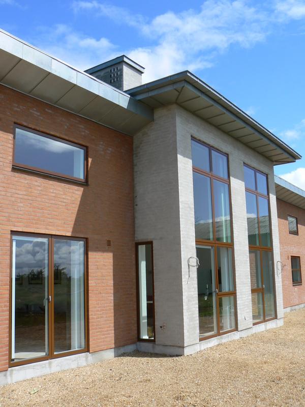 Nyt stuehus - Midterparti og høj facade mod syd