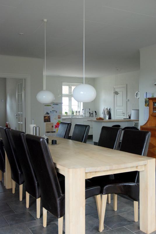 Stuehuse - Alrummet med kig mod køkken